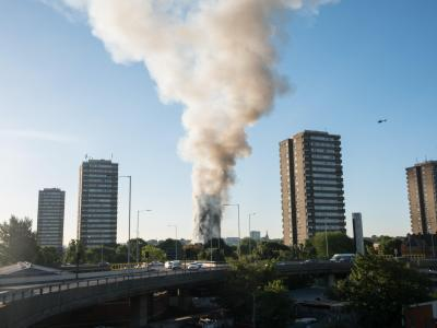Londoner Hochhausbrand: Demonstranten dringen in Rathaus ein